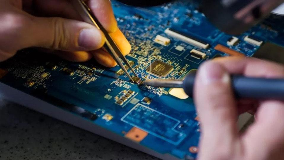 ремонт материнской платы ноутбука в СЦ МегаКомп