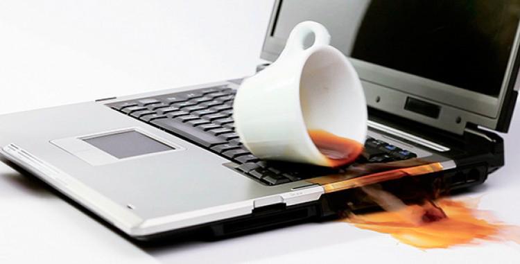 Ноутбук залит жидкостью